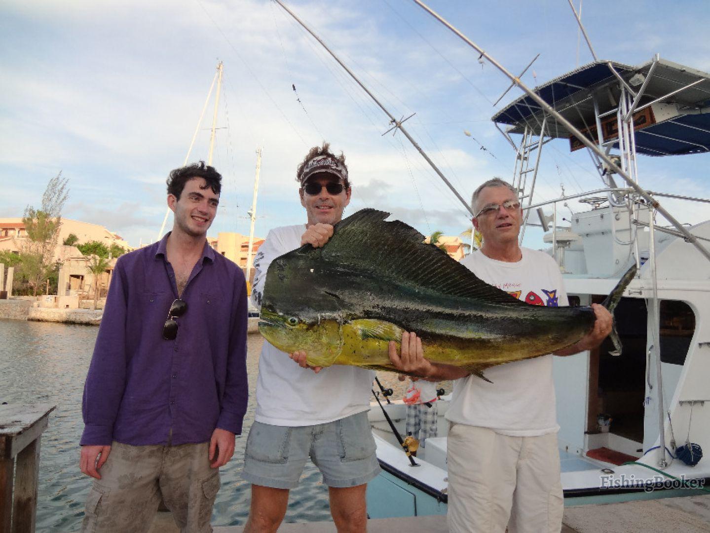 Fish playa flyin fish 38 playa del carmen mexico for Playa del carmen fishing charters