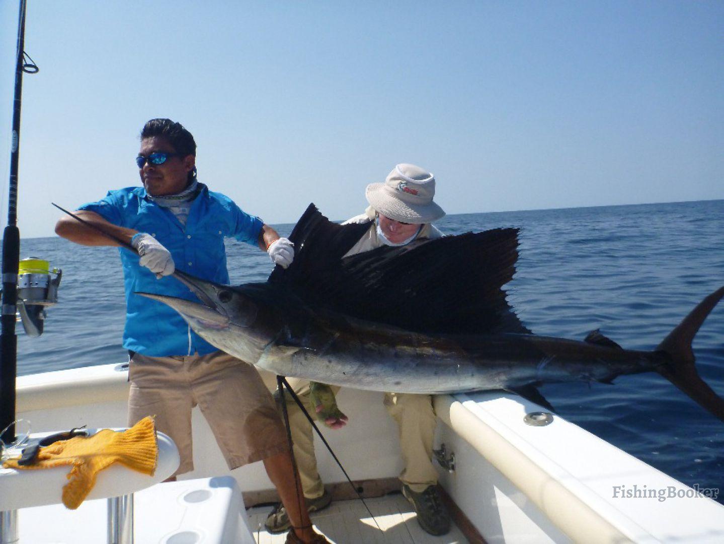 Sur reel big buoy fishing iztapa guatemala for Big sur fishing